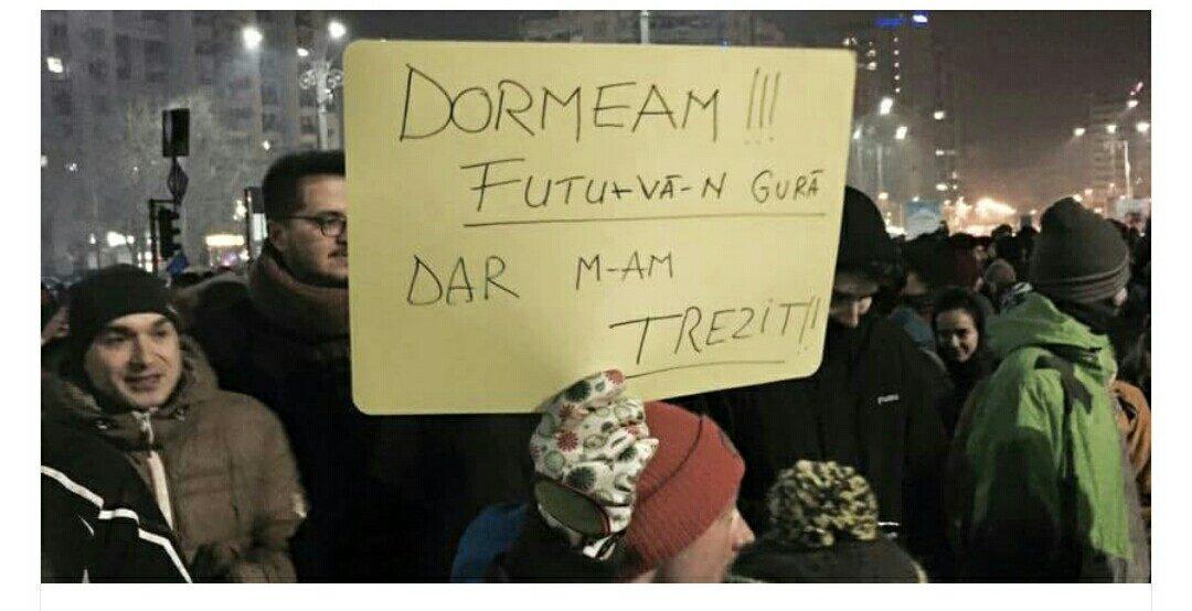Cele mai creative mesaje de la proteste