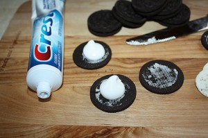 prank-for-april-fools-tooth-paste-oreos